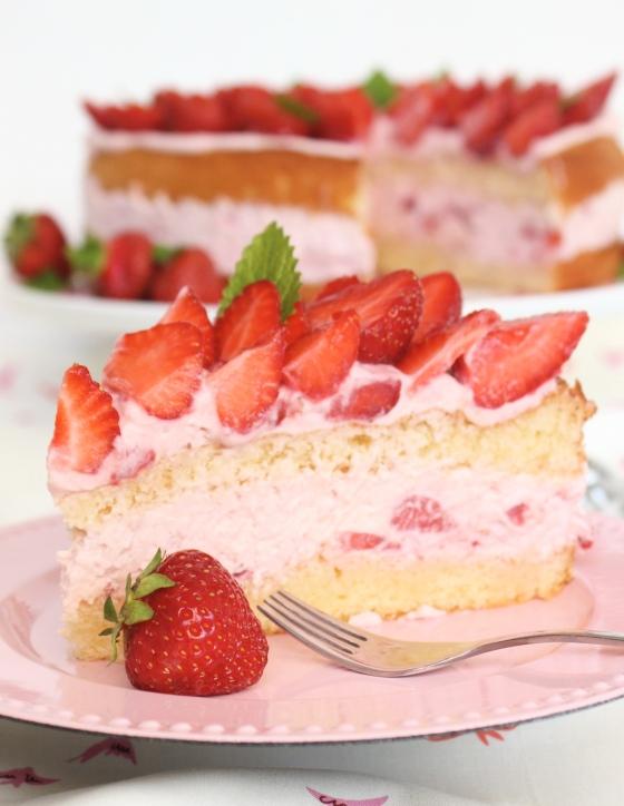erdbeer-sahne-stueck