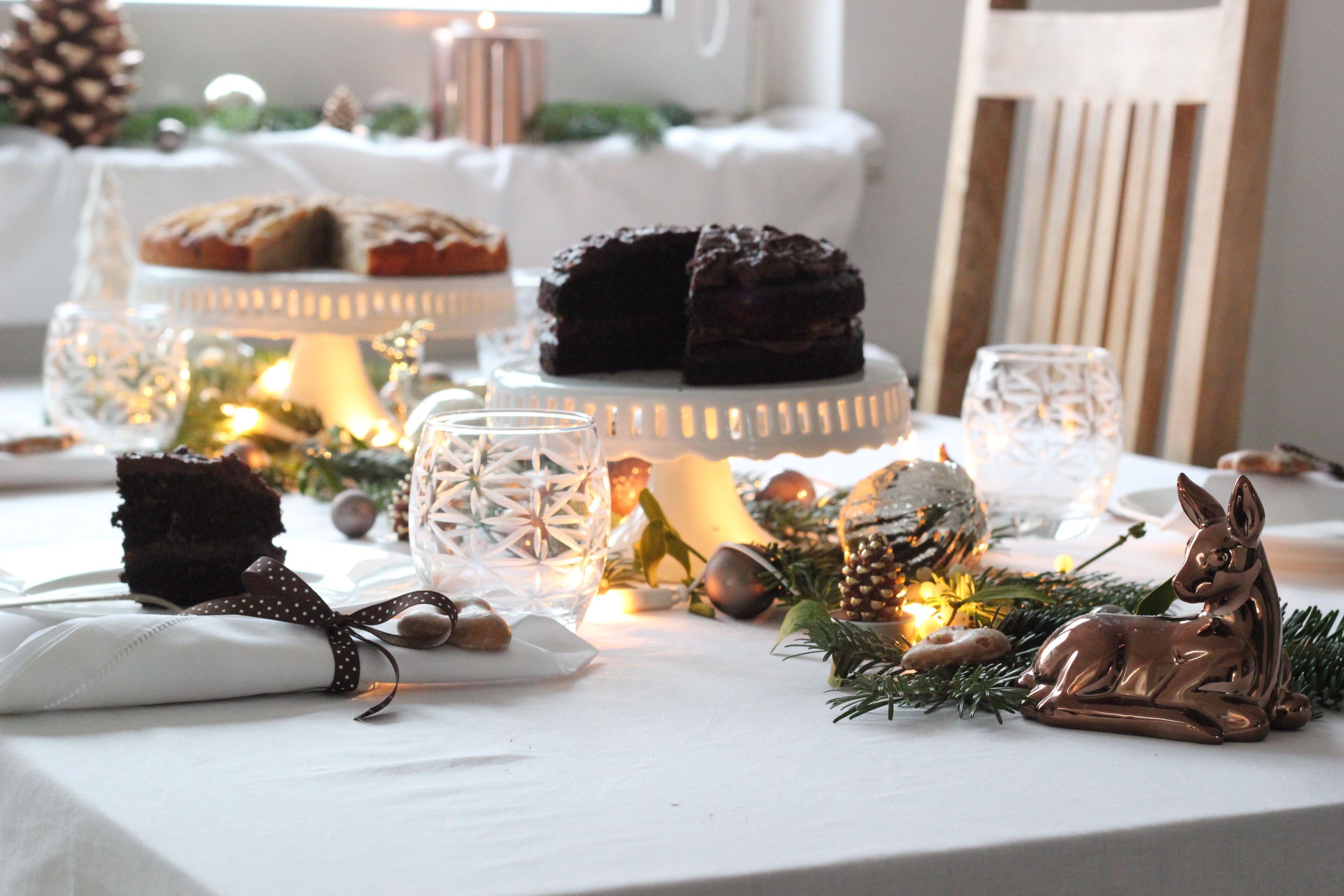 Kuchen tisch decken